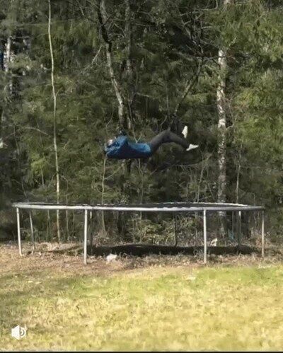 Enlace a Así sería jugar a Portal con trampolines en la vida real