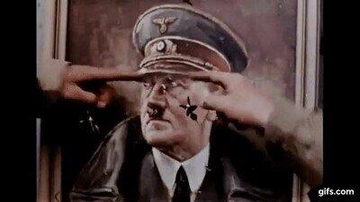Enlace a Soldados americanos utilizando a Hitler como diana en 1944