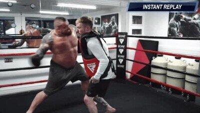 Enlace a Un luchador de 159kg contra un gimnasta de 60kg