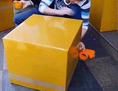 Enlace a Un profesional en el arte de embalar cajas
