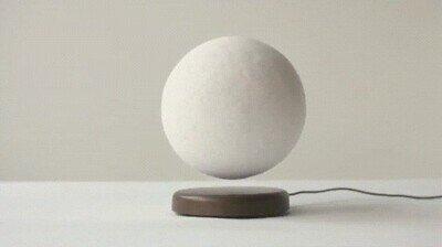 Enlace a Necesito una de estas lámparas de la luna en casa