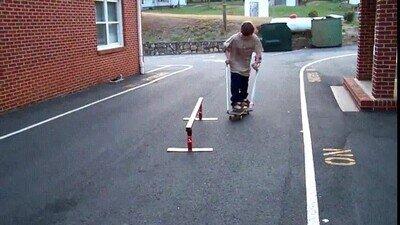 Enlace a Lo que hace con el skate y las muletas es realmente admirable