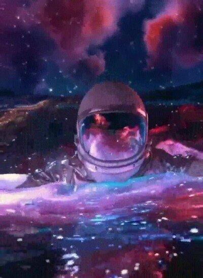 Enlace a Un astronauta que ha encontrado un planeta extraño donde darse un baño