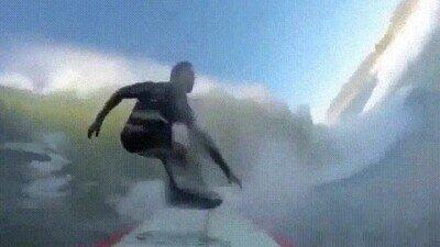 Enlace a Ha tenido una suerte increíble al caer de culo y seguir surfeando