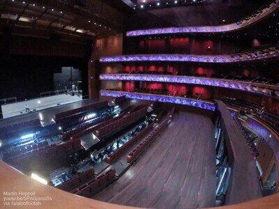Enlace a Es una pasada ver cómo se transforma un teatro