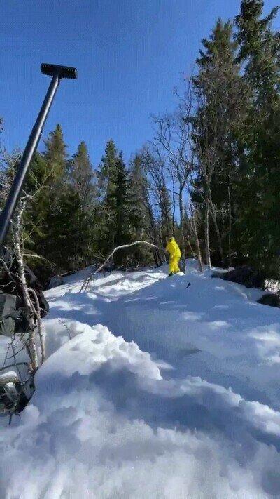 Enlace a ¿En que estaba pensando este señor en tabla de snow?