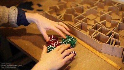 Enlace a Abriendo un cubo creado con dados