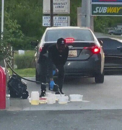 Enlace a Se nota que hay escasez de gasolina