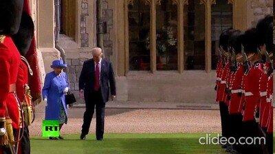 Enlace a Trump bloqueando sin parar a la Reina Elizabeth