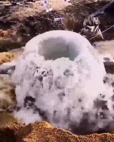 El momento en el que desatacas una tubería de agua