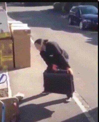 Enlace a No hay forma de poder controlar a esta maleta