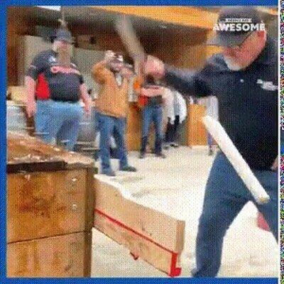Enlace a Este señor es un peligro con un cuchillo