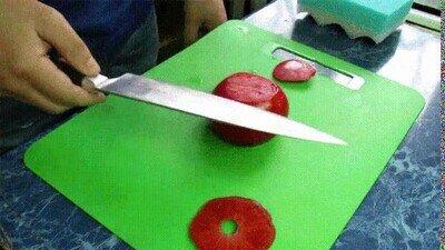 Enlace a Es una pasada ver lo afilado que está este cuchillo