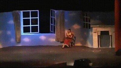 La entrada más espectacular de Peter Pan en el teatro