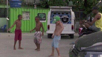 Enlace a Los chicos de la calle llevan el ritmo en el cuerpo