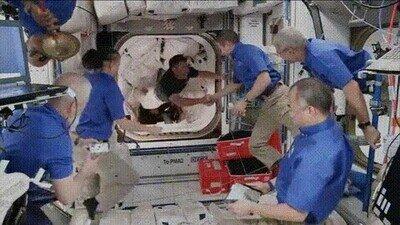 Enlace a La ilusión de un reencuentro con los colegas en el espacio