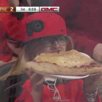 Enlace a Literalmente la pizza es más grande que su cabeza