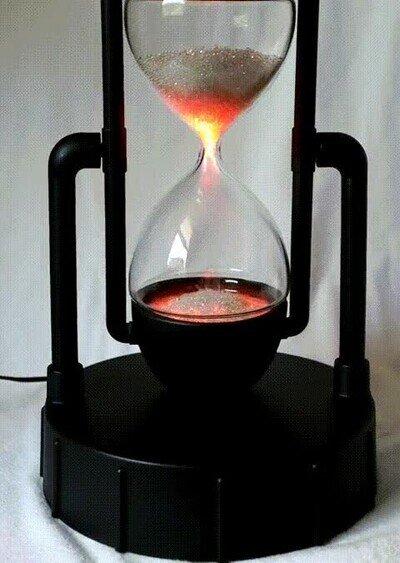 Enlace a Un reloj de arena creado con plasma