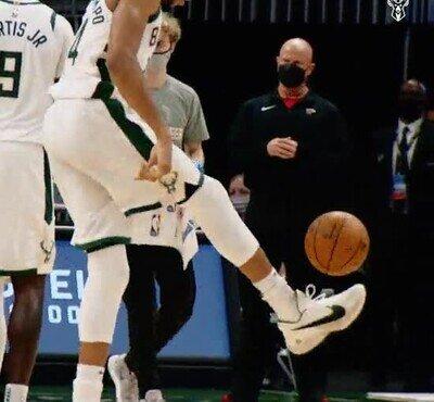 Enlace a Los jugadores de baloncesto también son hábiles con los pies