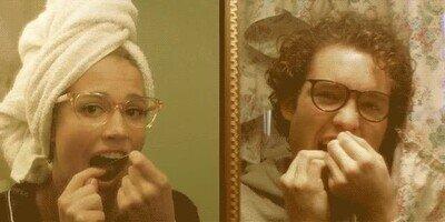Enlace a ¿Confirmamos que todos lo hacemos delante del espejo?