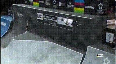Logan Martin en una BMX (su ejercicio ganador en el 2021 UCI BMX Championships)