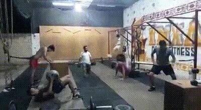 Enlace a Entro en este gimnasio y me vuelvo loco de ver esta gente
