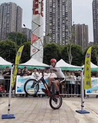 Enlace a Salto vertical en bicicleta