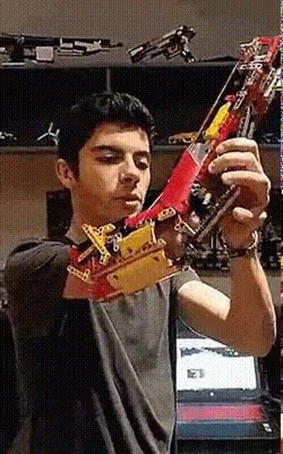 Enlace a Este chaval se hizo un brazo con legos, increible