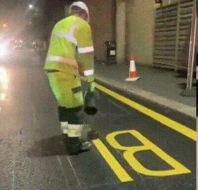 Enlace a Así se pintan las señales de la carretera