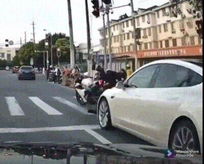 Enlace a La moto se va y parece que tenga vida propia