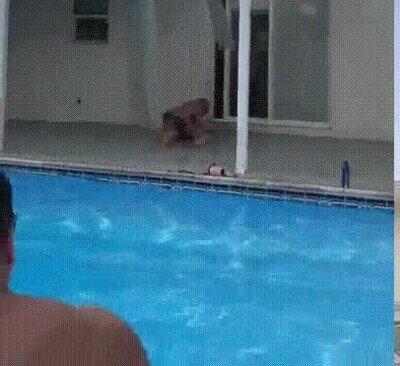 Enlace a Lo de la piscina y el tejado siempre sale mal