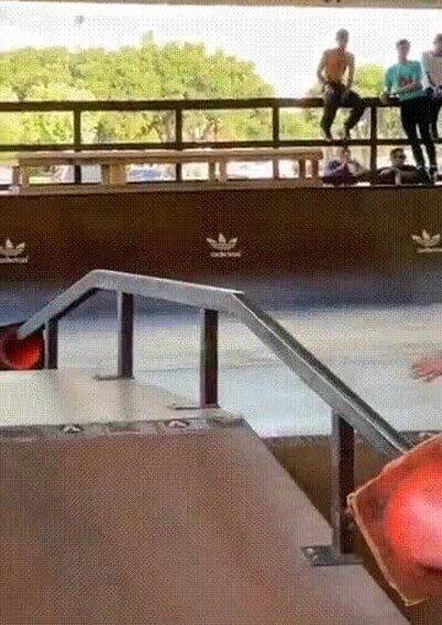 Enlace a Ha limpiado el techo de telarañas con el skate