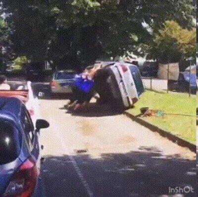 Enlace a Cuando te cansas de los que aparcan mal
