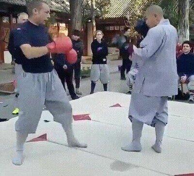 Enlace a Soldado contra un Monje Shaolin