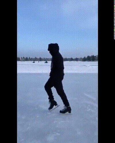 Enlace a Haciendo el moonwalk con patines