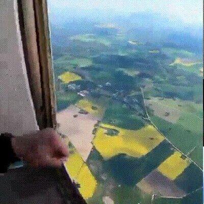 Enlace a Pescando a un paracaidista