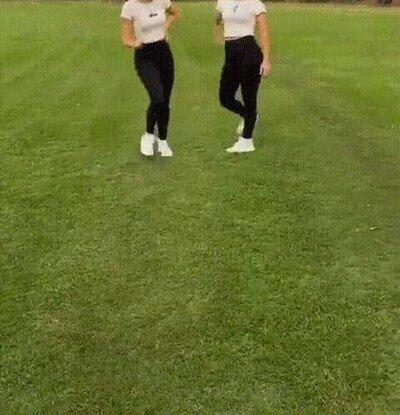 Enlace a Dos gemelas super flexibles