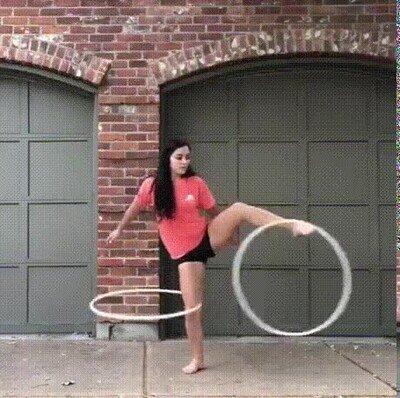 Enlace a Vaya pasada de malabares con el hula hoop