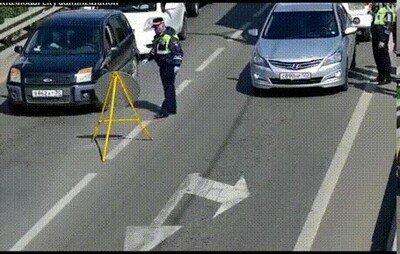 Enlace a La policía realizando una buena acción con los patitos