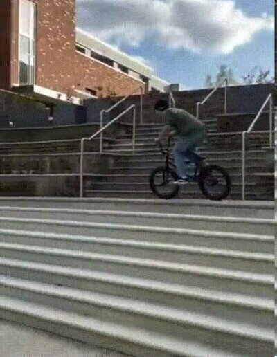 Enlace a Inventando nuevos trucos sobre la bici