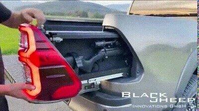 Enlace a ¿Quién diablos esconde una arma dentro del coche?