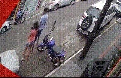 Enlace a Salvando la vida de su hermana en el último segundo