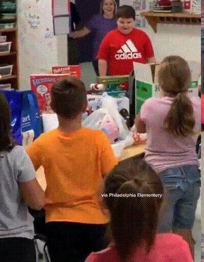 Enlace a Lo perdió todo en un incendio y sus compañeros de clase hicieron una colecta