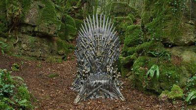 36190 - HBO ha escondido 6 Tronos de Hierro por todo el mundo y la gente está perdiendo la cabeza