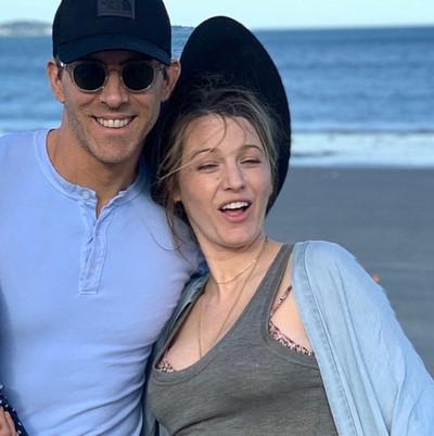 41409 - Ryan Reynolds vuelve a felicitar a Blake Lively con sus fotos menos favorecedoras