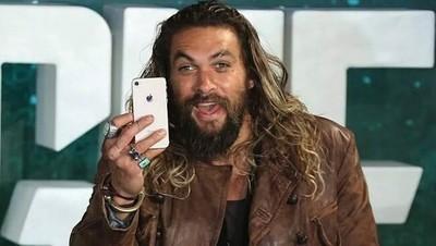 41533 - Jason Momoa se queda atrapado en el ascensor y hace un directo en instagram