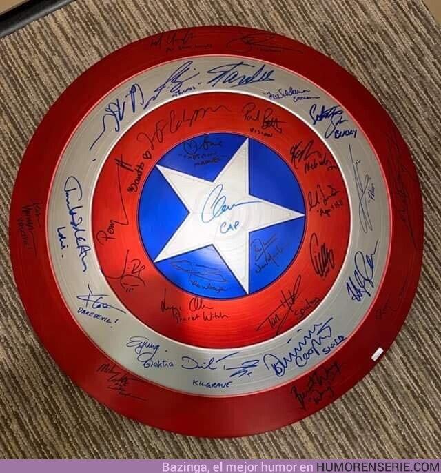 43263 - Un fan hizo que 32 actores de Marvel le firmasen el escudo del Capitán America.