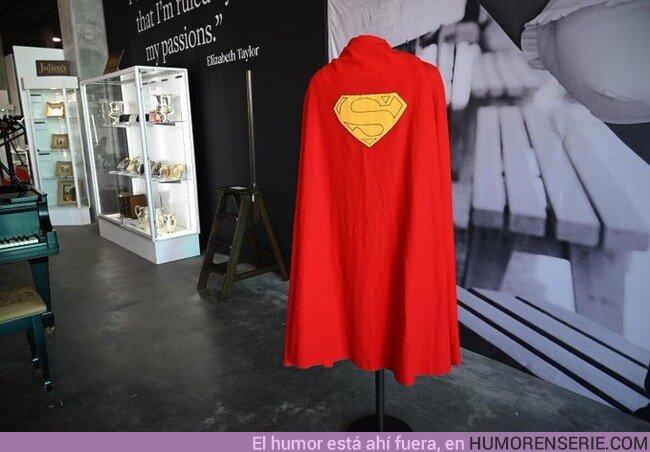 45131 - Una de las seis capas originales que llevó Christopher Reeve como Superman en 1978 se vendió este lunes por 193.750 dólares