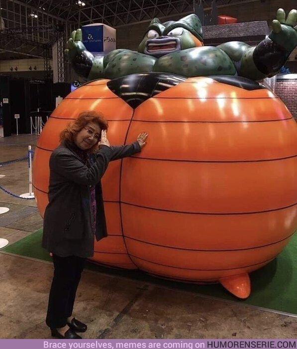 45217 - Nozawa Masako (voz original de Goku) intentando no engordar con tantos polvorones en navidad