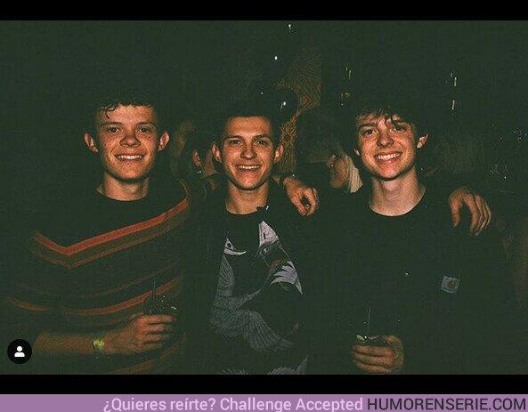 47007 - Tom Holland publica una foto con sus dos hermanos y te costará reconocerle
